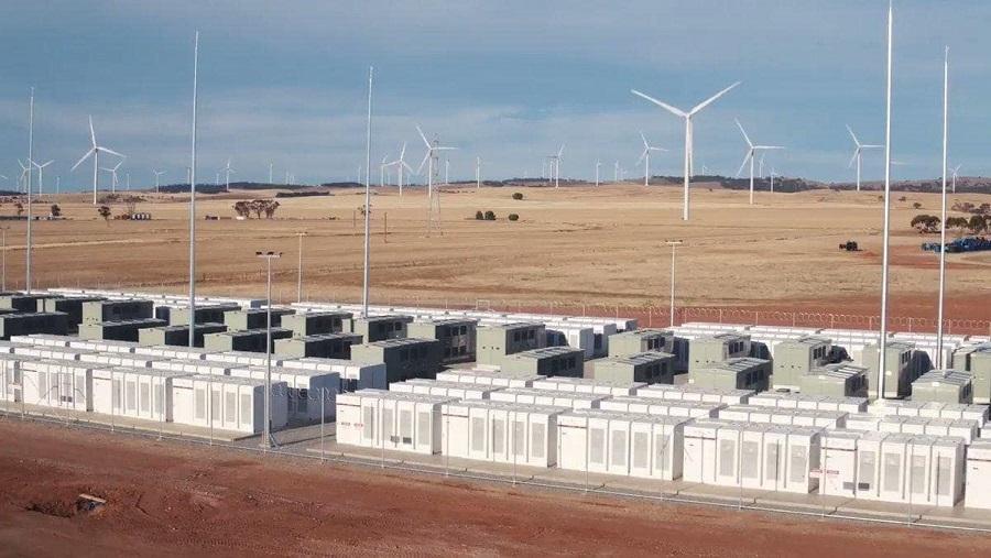 Tesla dünyanın en büyük bataryasını inşa etti
